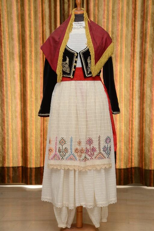 Η γυναικεία φορεσιά της Κρήτης