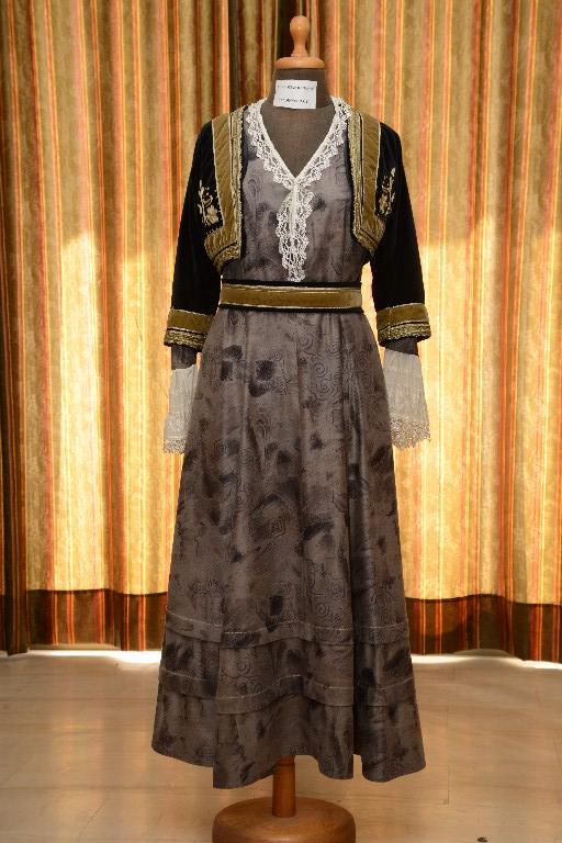 Η γυναικεία φορεσιά της Πελοποννήσου