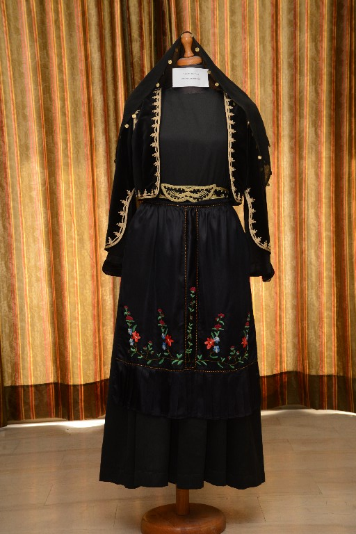Η καθημερινή γυναικεία φορεσιά των Ιωαννίνων